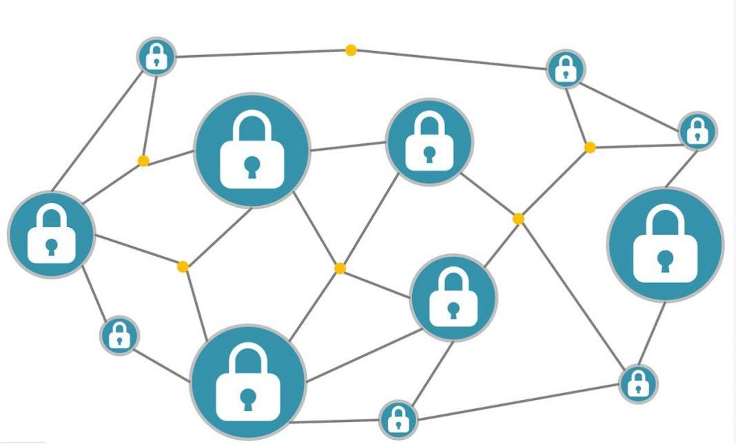 centralized vs decentralized vs distributed systems